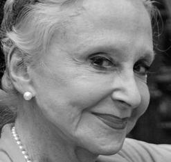 Joyce  Carpati