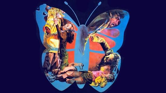 Una mariposa con las alas ensangrentadas