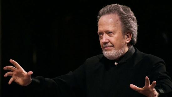 Nelson dirigeix a Bach