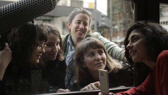 Las poetas visitan a Juana Bignozzi